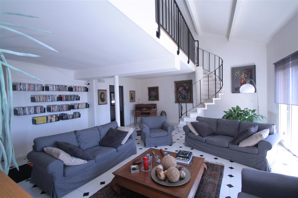 corsica townhouse on 3 levels completely renovated bastia center 2 garages agence. Black Bedroom Furniture Sets. Home Design Ideas