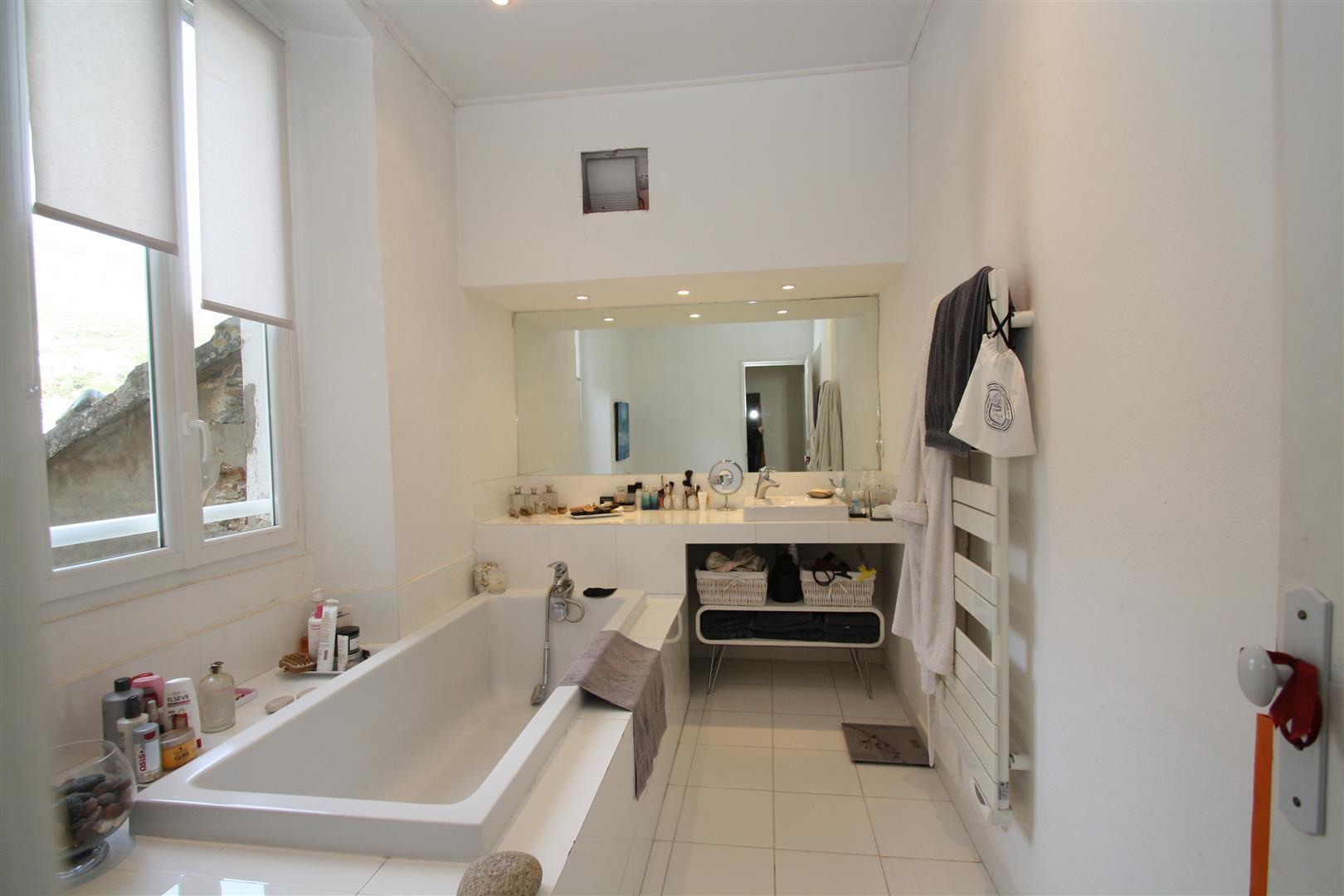 brando appartement renove agence immobili re bastia avec localisimmo agence immobili re. Black Bedroom Furniture Sets. Home Design Ideas