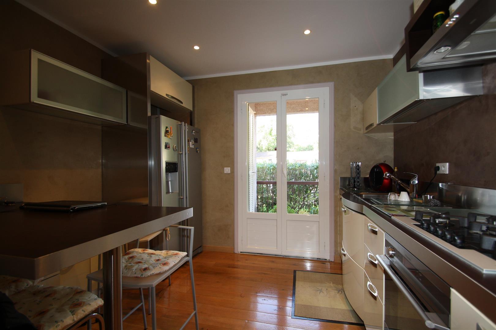appartement biguglia cuisine equipee agence immobili re bastia avec localisimmo agence. Black Bedroom Furniture Sets. Home Design Ideas