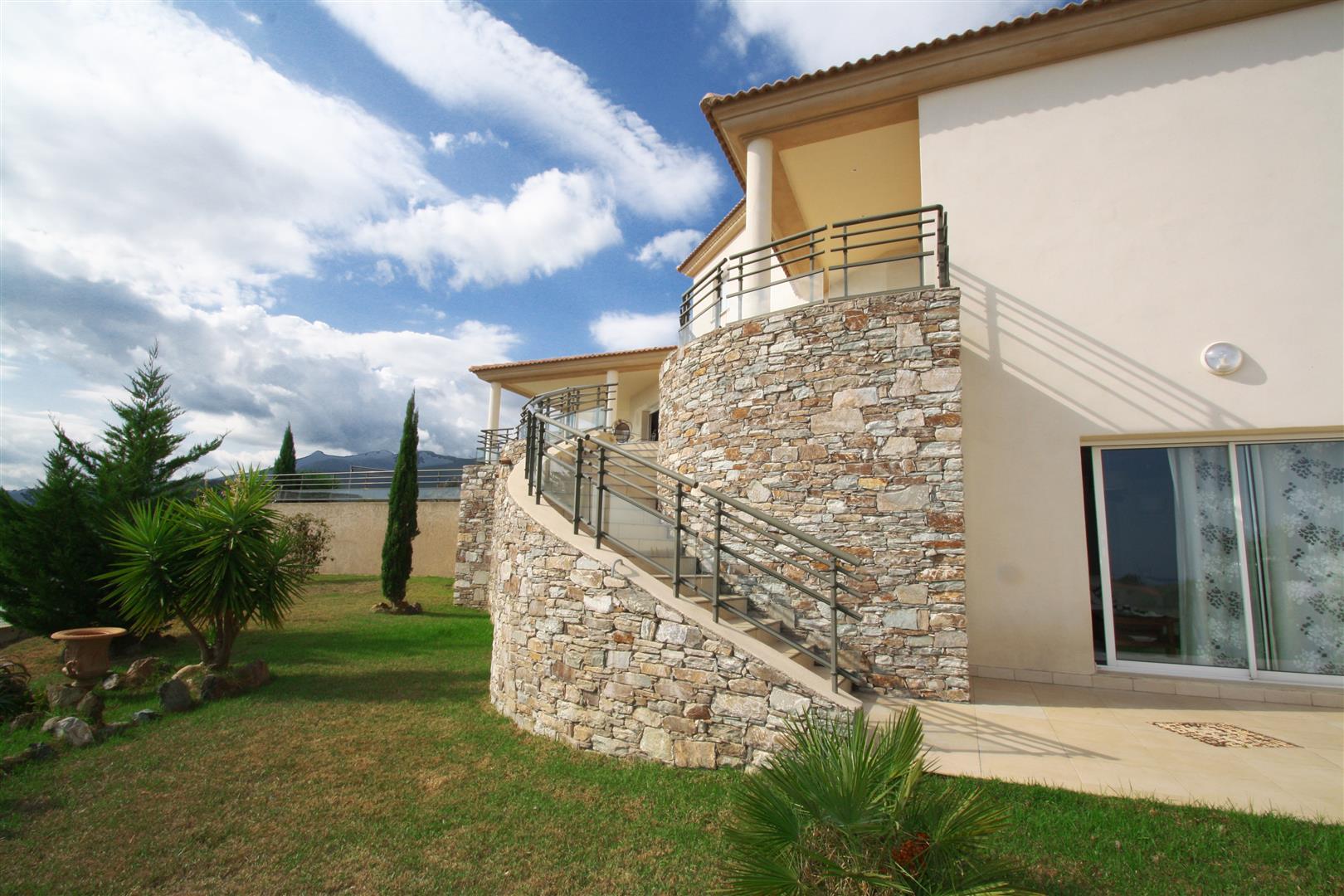 mur en pierre escalier – Copie (Große) - Agence immobilière ...