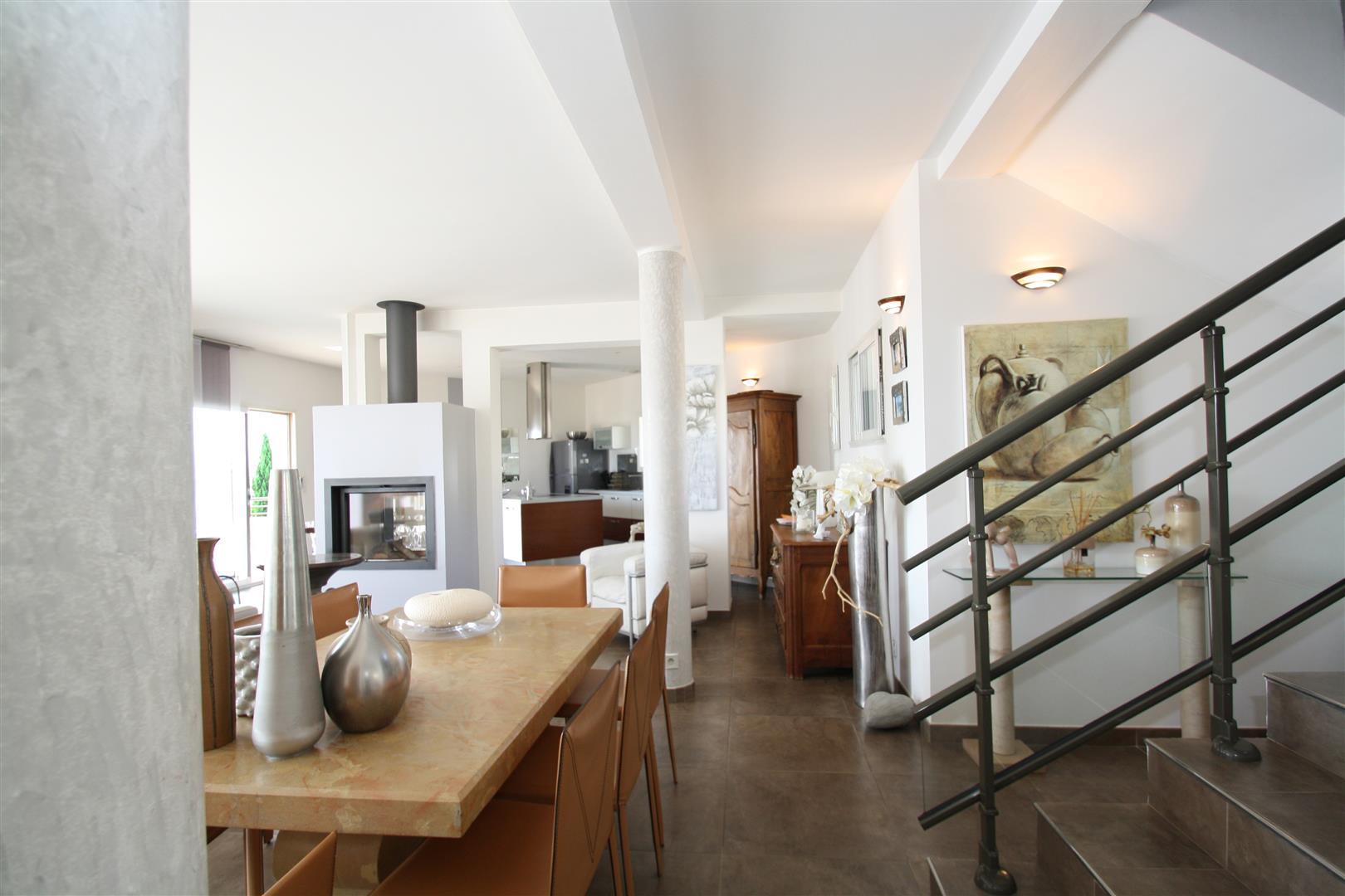 Escalier Dans Un Salon salon escalier – copie (large) - agence immobilière bastia